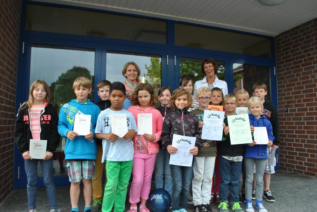 Urkunden an Sportler der Bundesjugendspiele, 30.06.2014