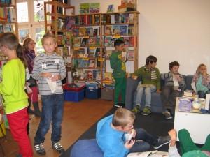 Bilderbuchkino, Bücherei innen, 4c, 31.10.2012