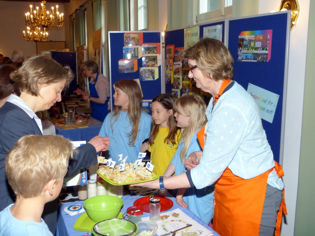 Butter schütteln: Markt der Möglichkeiten St-Marienschule-Appelhuelsen, 06.05.2015